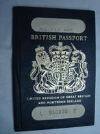 British Passport Reisepass Passeport Expired 1986 Of A Young UK Citizen #2 - Documenti Storici