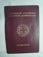 Greece Canceled Passport Reisepass Passeport 1996 Of A Woman #14 - Documenti Storici