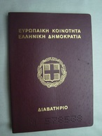 Greece Expired Passport Reisepass Passeport 1997 Of A Young Woman #15 - Documenti Storici