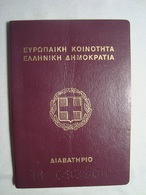 Greece Canceled Passport Reisepass Passeport 1998 Of A Young Man #16 - Documenti Storici