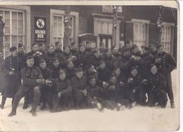 AK-7999-C  -  Soldaten  Gruppenfotokarte - Vor Gasthof - Atelien Luster , Leegerich  Kreis Lingen - Personajes