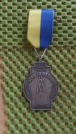 Medaille :Netherlands  -  Stichting Leeuwarden Wandel Unie -Verzetsmonument / Vintage Medal - Walking Association . - Nederland