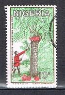 Méthode Moderne Récolte Fruit De Palme N°489 - Nigeria (1961-...)