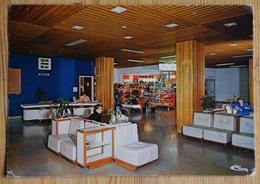 71 : Macon - Centre Hospitalier - Hall De Réception Et Boutique - Animée : Petite Animation - Angles Usagés - (n°16825) - Macon