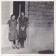 PHOTO ORIGINALE 39 / 45 WW2 WEHRMACHT FRANCE CHARLEVILLE 1941 JEUNES FRANCAISE DEVANT L HOPITAL MILITAIRE - Guerre, Militaire
