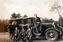 Photo Originale Mercedes-Benz Type 770 Grand Luxe (1930-1943) & Bande De Copains Montés Dessus Vers 1930 - Cars