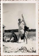 Photo Originale Plage & Maillots De Bains Pour Poirier De Pin-Up Improvisé Sur Le Sable Vers 1930/40 - Pin-up