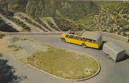 SUISSE .VAL D'ANNIVIERS. RARETÉ. LES LACETS DE ROUTE AVEC CAR POSTALE .  ANNÉE 1967 + TEXTE - VS Wallis