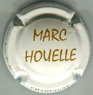 CAPSULE-CHAMPAGNE HOUELLE Marc N°16c Crème Et Marron, Nom Au Centre - Champagnerdeckel