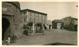 PIOMBINO ITALIE ALBERGO CENTRALE ET MONUMENT AUX MORTS FORMAT 11 X 6.50 CM - Luoghi