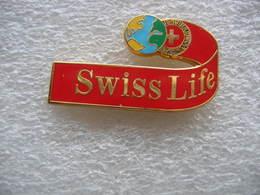 Pin's Assurances SWISS LIFE, Experte En Assurance Vie, épargne Et Gestion De Patrimoine, Santé Prévoyance Et Dommages - Banken