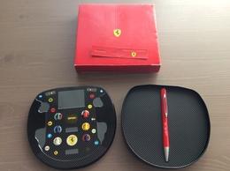 Cofanetto In Latta Formato Volante F1 Con Penna A Sfera Da Collezione Originale Ferrari - Automobile - F1