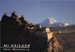 1 AK Tibet * Das Kloster Chui - Im Hintergrund Der Berg Kailash - Den Tibetern Gilt Er Als Heiliger Berg * - Tibet