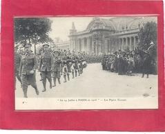 """"""" Le 14 JUILLET A PARIS En 1916 """" .LES PIPERS ECOSSAIS  - THE SCOTTISCH PIPERS . CARTE NON ECRITE - Non Classés"""