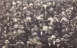 AK Foto Menschenmenge - Hüte Kleider - Foto Paul Bruchmann, Bad Salzbrunn - Ca. 1910 (46296) - Non Classés