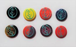 Lot 8 Pin's Style Clous Tapissiers Graphisme Couleurs Différentes - PA/CE - Pin's