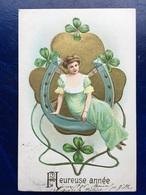 """Cpa--gaufrée-""""Dame Assise Sur Fer A Cheval Géant-trèfles à Quatre Feuilles""""--(my Ref 338)-1906 - Nouvel An"""