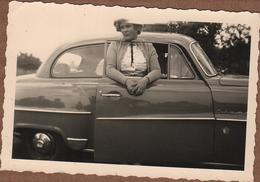 Photo Originale Femme La Tête à La Fenêtre D'une Opel Olympia Rekord (1953–54) - Automobiles