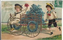 CPA Gauffrée - BONNE ANNEE - Jeune Garçon Promenant Fillette Dans Une Calèche Fleurie - Nouvel An