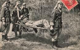 Militaire En Campagne Transport D' Un Blessé Cpa Cachet 1908 Soldat Soldats Brancardiers - Other Wars