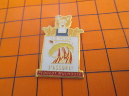 919p Pin's Pins / Beau Et Rare / Thème AUTOMOBILES / PEUGEOT MULHOUSE LE FLUX J'ASSURE RENARD - Peugeot