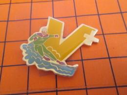 713a PINS PIN'S / Beau Et Rare : Thème SPORTS / SURF DES NEIGES ? V+ - Wintersport