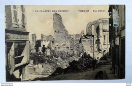 """CPA - VERDUN -  """"LA PLAINTE DES RUINES"""" - Rue Châtel - Café, Enfants Dans Les Ruines - Verdun"""