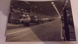 78 PHOTO USINES FLINS RENAULT CHAINE DE MONTAGE AUTOMOBILE  CIRCA 1970 - Automobili