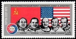 RUSSIA - Scott #4338 Soviet And American Astronauts / Mint NH Stamp - Neufs