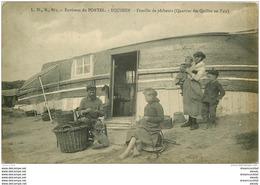 62 EQUIHEN. Famille De Pêcheurs Au Quartier Des Quilles En L'air. Métiers De La Mer. Barque Renversée Servant D'abri - Le Portel