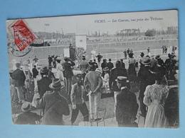 Cpa Hippisme -- VICHY -- Les Courses Vue Prise Des Tribunes - TRES ANIMEE - Horse Show