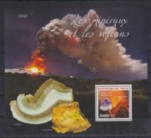 S725. Niger - MNH - 2014 - Nature - Minerals - Volcanos - Bl. - Flora