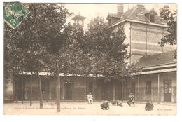 CPA 18 VIERZON Ecole Nationale Professionnelle - Une Cour Des Elèves - Vierzon