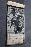 Photo De Presse Dédicacé De Pelé , Joueur De Football , 1971 , 19 Cm. Sur 9,5 Cm. - Autographs