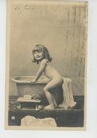 ENFANTS - LITTLE GIRL - MAEDCHEN - Jolie Carte Fantaisie Portrait Fillette Nue Allant Prendre Son Bain - Portraits