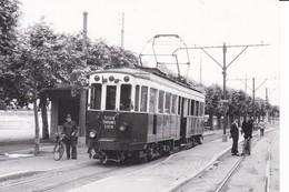"""TRAMWAY De LYON à NEUVILLE (O.T.L.)-Motrice N° 4 Du """"TRAIN BLEU"""" En Gare De Neuville Le 23 Juin 1953 - Neuville Sur Saone"""