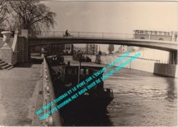 ANC PHOTO TOURNAI ET LE PONT SUR L'ESCAUT 1955 BATEAUX / OUDE FOTO DOORNIK MET BRUG OVER DE SCHELDE, BINNENSCHEPEN - Tournai