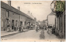45 DORDIVES - La Rue Des Ecoles - Dordives