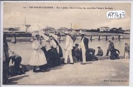 SABLES-D OLONNE- SUR LA JETEE- DANS LE FOND- LES NOUVELLES USINES A SARDINES - Sables D'Olonne