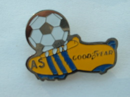 Pin's PNEU GOODYEAR - FOOTBALL - Pins