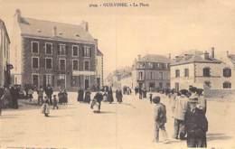 29 - GUILVINEC La Place ( Bonne Animation / Buvette épicerie ) CPA Village (2.660 Habitants) - Finistère ( Bretagne ) - Guilvinec