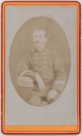 CDV. Portrait D'un Militaire Par Camille Riva à Briançon. Photographie Des Alpes. Militaria. Soldat. - Oud (voor 1900)