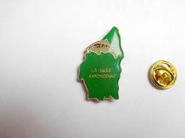 Beau Pin's , Poisson Pêche  , La Gaule Annonéenne , Annonay , Département Ardèche - Animaux