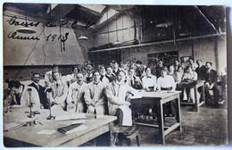 Carte Photo 1913 Plusieurs étudiants Professeur Dans Une Salle De Laboratoire De Physique Cours De P.C.N à Identifier - Cartoline