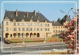 """Thionville : Monument Robert Schuman - Hotel De Ville XVIIè S. """"regard Sur édit Mage"""" - Thionville"""