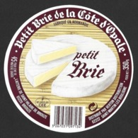 Etiquettes De Fromage.    Petit Brie De La Côte D'Opale.   Laiterie De St Hilaire De Briouze (61).   Neuve. - Kaas