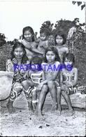 127676 PERU RIO AMPAYACO COSTUMES NATIVE NIÑOS DE LA TRIBU DE LOS OKAINAS POSTAL POSTCARD - Perù