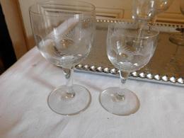 Quatre Verres à Vin Blancs Et 3 Verres à Porto Cristal Gravé Motifs Géometrique - Verre & Cristal