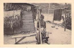 GABON Gabün - Un Chrétien GALOA ( Religion Catholique ) CPA - Black Africa Afrique Noire - Gabon
