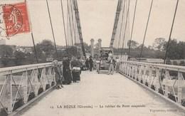 CPA (33) LA REOLE Le Tablier Du Pont Suspendu (2 Scans) - La Réole